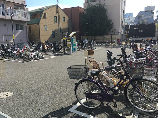 表参道駅から徒歩1分にある駐輪場。自転車に乗っている人にもっと知られるにはどうしたら良いだろう?
